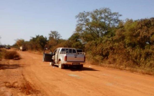 Image d'un véhicule sur les lieux de l'attaque contre le convoi minier de la société Semafo dans la region de l'Est