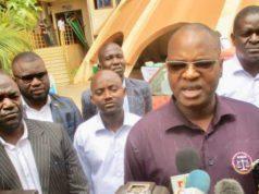 Le secrétaire général sortant du SAMAB Emmanuel Ouedraogo et des intvités au congrès dont Basolma Bazié