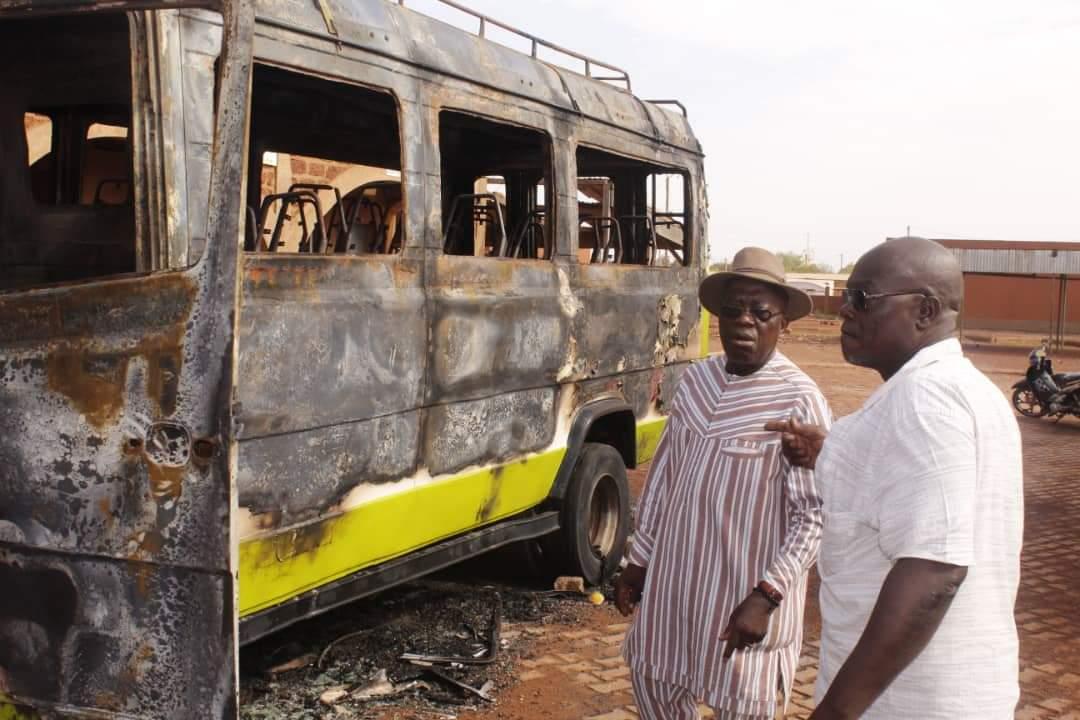 Ouahigouya : un incendie ravage un véhicule de transport à la gare routière