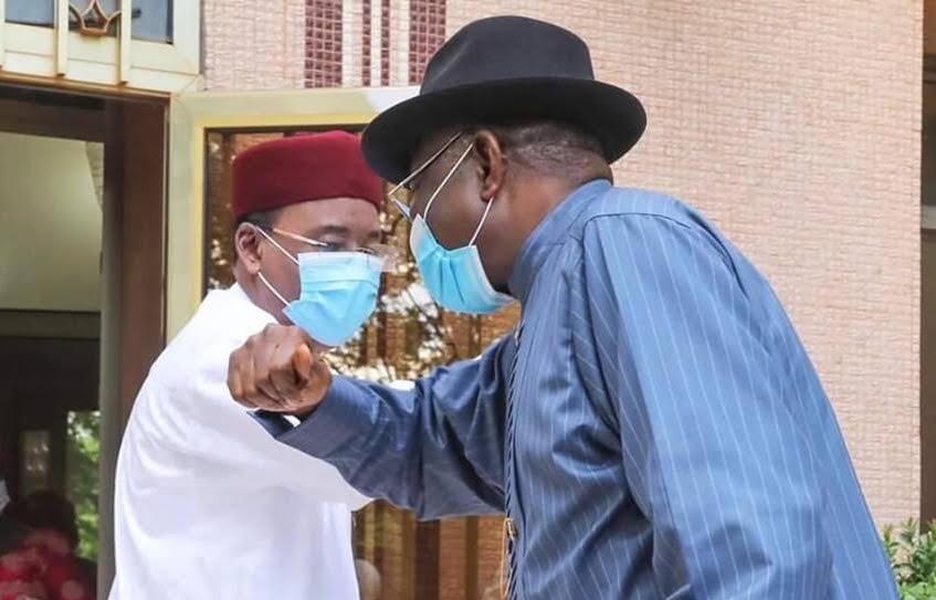 Le Président Nigerien Mahamadou Issoufou et l'ancien President du Nigeria Goodluck Jonathan