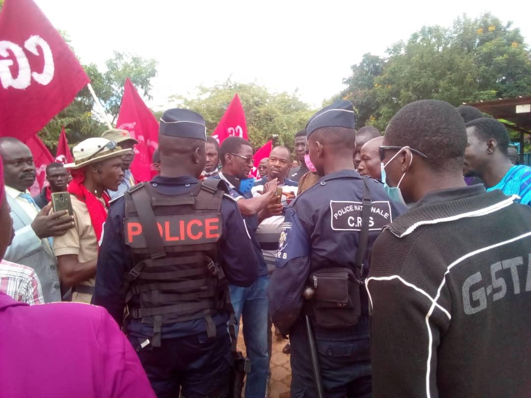 Conseil de discipline de Bassolma Bazié: forte tension entre forces de l'ordre et la foule sur l'accès à la salle d'audience