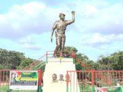 La statue de Thomas Sankara sur le site du Memorial Thomas Sankara à Ouagadougou