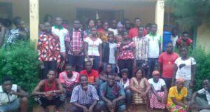 Une vue des participants au café citoyen à Dedougou