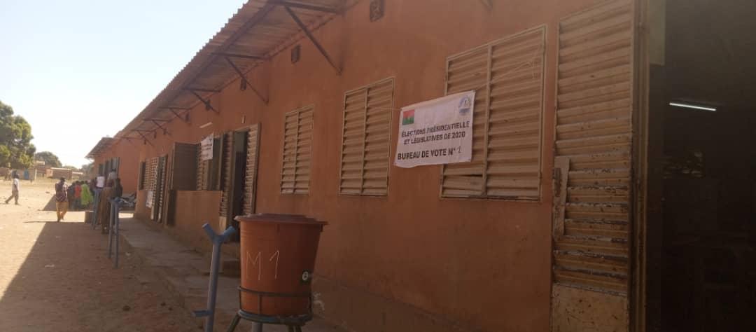 Un bureau de vote sans électeurs découvert au quartier Sarfalao, Bobo Dioulasso