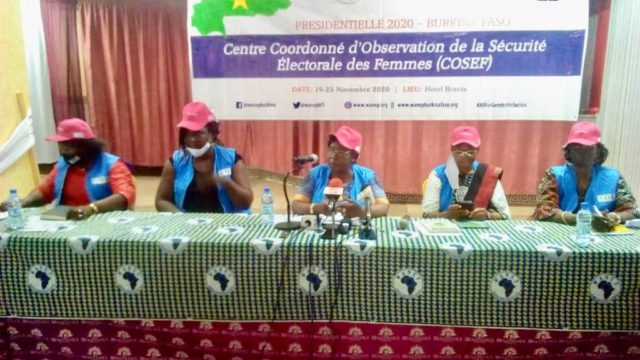 Le présidium à la cérémonie de présentation du centre coordonné d'observation de la sécurité électorale des femmes (COSEF) à la presse-Libre info