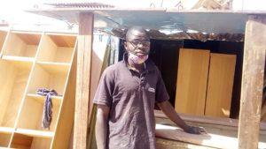 Oumarou Kagambeiga, menuisier. Libre Info