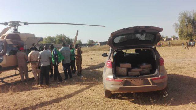 L'armée burkinabè apporte du matériel électoral à la commune rurale de Comin-Yanga dans la province du Koulpélogo,région du Centre-est,Libre info