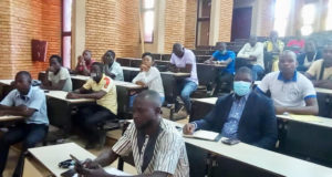 Une vue des participants à la conference publique de l'UCID à l'Université Joseph Ki Zerbo