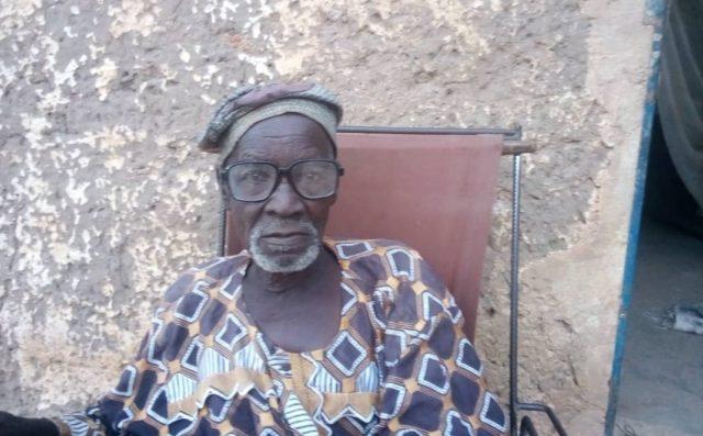 Thiombiano Adjima est un habitant de la ville de Fada N'Gourma âgé de plus de 80 ans. Il a accueilli plusieurs déplacés chez lui au secteur n°1 de la ville_Libre info