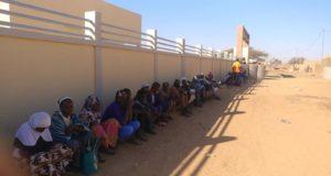 la police: les habitants de Djibo en rang pour pour l'établissement de la carte nationale d'identité burkinabè au commissariat de police de la ville