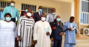 Les membres de la Commission nationale et des réformes, accompagnés par leur président monseigneur Paul Ouédraogo