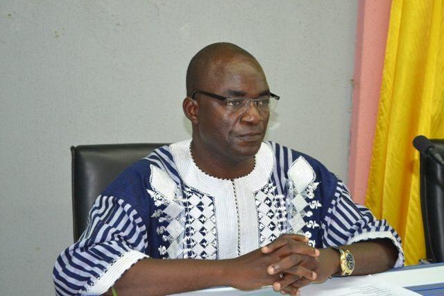 Démissionné de la fonction publique burkinabè, Bassolma Bazié demande l'arrêt de traitement de son salaire.