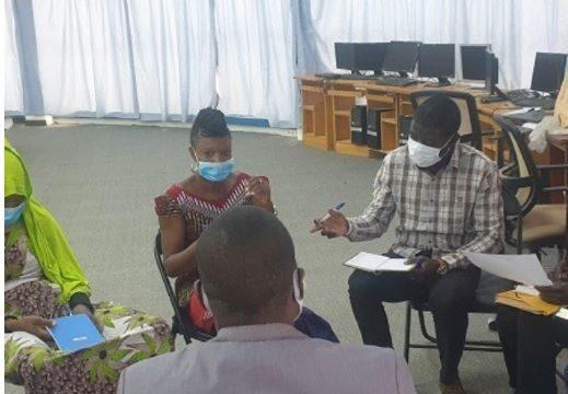Un atelier d'écriture regroupant des artistes, des migrants de retour et des journalistes au Niger.