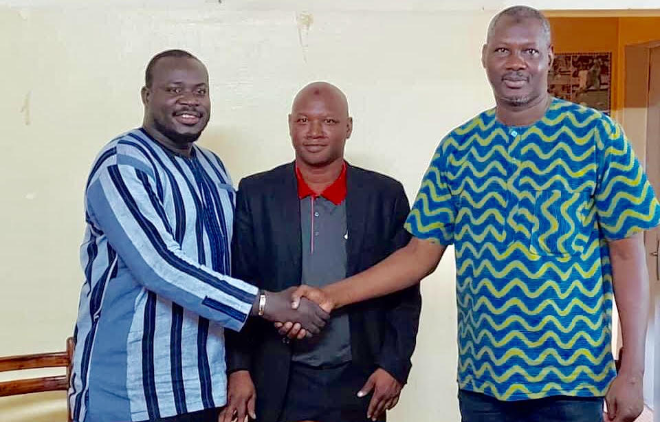 Burkina Faso :Julien Tiendrébeogo (gauche) prend les commandes de la ligue de football professionnel